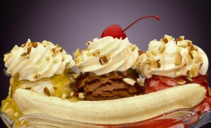 national banana split day today is national banana split day